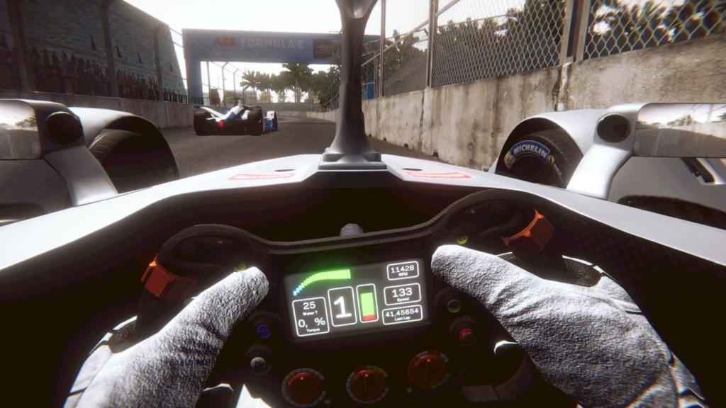 リアルタイムでフォーミュラEドライバーと競う方法