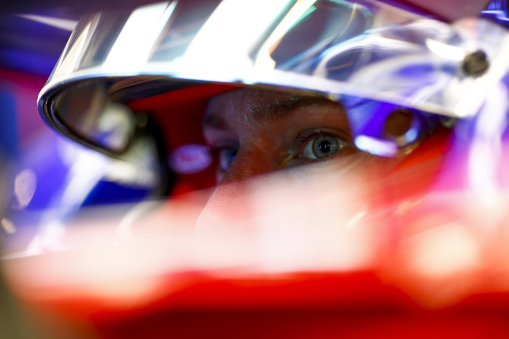 YAS MARINA CIRCUIT, UNITED ARAB EMIRATES - NOVEMBER 23: Brendon Hartley, Scuderia Toro Rosso during the Abu Dhabi GP at Yas Marina Circuit on November 23, 2018 in Yas Marina Circuit, United Arab Emirates. (Photo by Andy Hone / LAT Images)