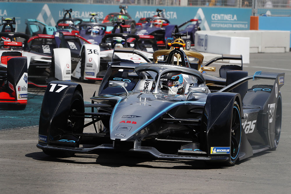 PARQUE O'HIGGINS CIRCUIT, CHILE - JANUARY 18: Nyck de Vries (NLD), Mercedes Benz EQ, EQ Silver Arrow 01 during the Santiago E-prix at Parque O'Higgins Circuit on January 18, 2020 in Parque O'Higgins Circuit, Chile. (Photo by Alastair Staley / LAT Images)