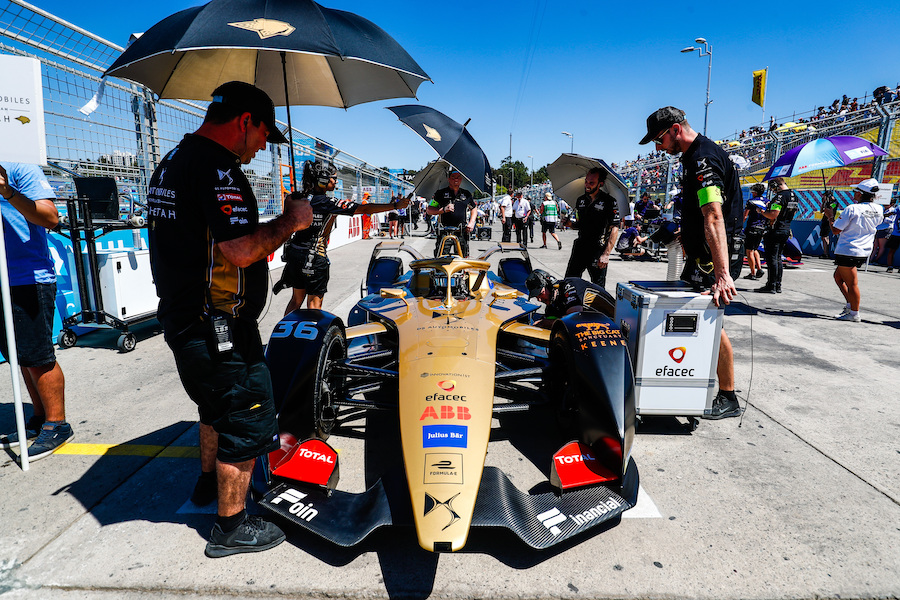 PARQUE O'HIGGINS CIRCUIT, CHILE - JANUARY 26: Andre Lotterer (DEU), DS TECHEETAH, DS E-Tense FE19, arrives on the grid during the Santiago E-prix at Parque O'Higgins Circuit on January 26, 2019 in Parque O'Higgins Circuit, Chile. (Photo by Sam Bloxham / LAT Images)
